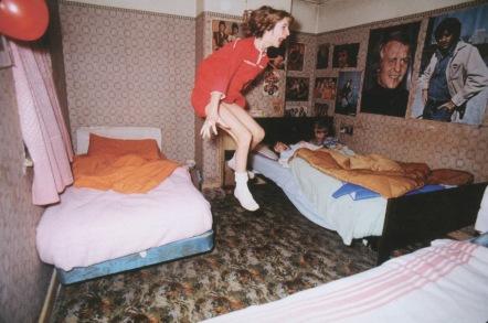 Enfieldin poltergeistin tapauksessa keskushenkilö Janet Harpierin väitettiin levitoineen. Kummitus myös kommunikoi hänen kanssaan vanhan miehen äänellä. Kuva: Kuvakaappaus internetistä.