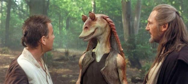 Se hetki, jolloin luottamus Tähtien sota -elokuvien erehtymättömyyteen sai kovan kolauksen: Jar Jar Binks astuu näyttämölle. Kuva: Lucasfilm.